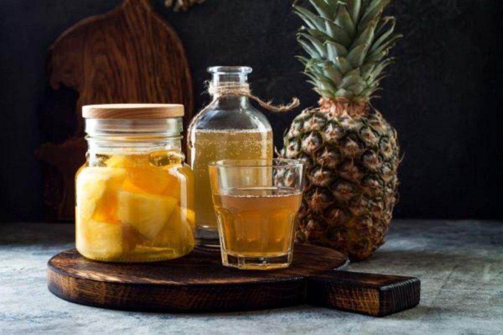 Chá de gengibre com abacaxi
